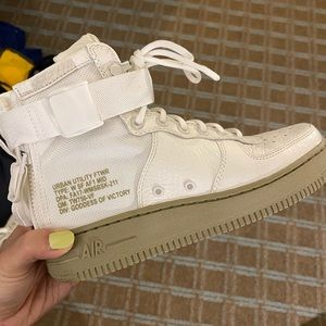 (NEW) W Nike SF Air Force 1 Mid